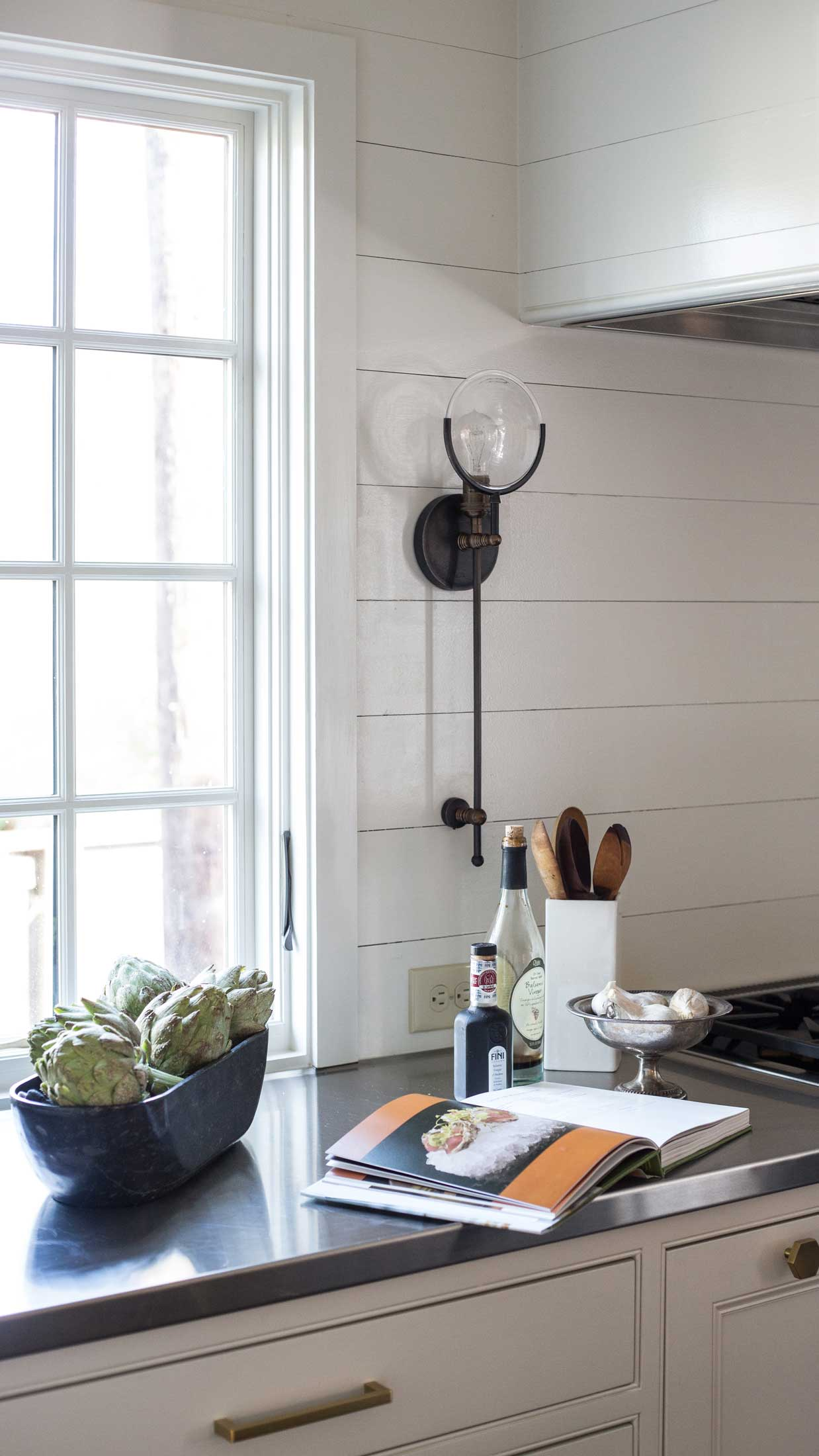 kitchen lighting-marble countertop